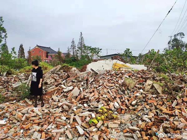 温州老人住院期间家中房屋突遭强拆,涉事单位扯皮都