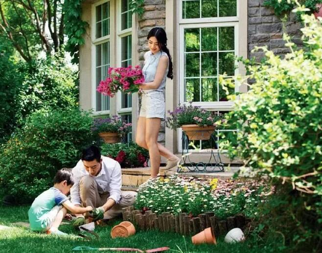 三世同堂,这方庭院,满足了每位家庭成员的生活想象
